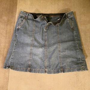 Tommy Hilfiger jean mini skirt.  Sz 20